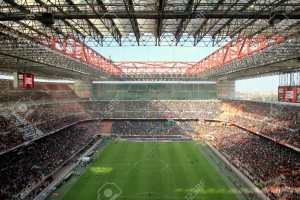 13558971-El-estadio-de-San-Siro-en-un-partido-de-f-tbol-AC-Milan-Foto-de-archivo